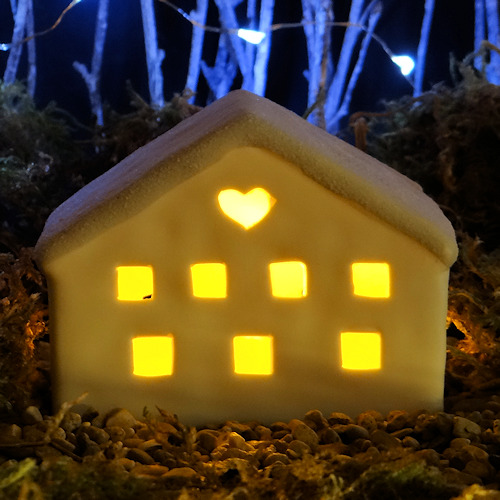 Pottery heart cottage complete with LED and battery